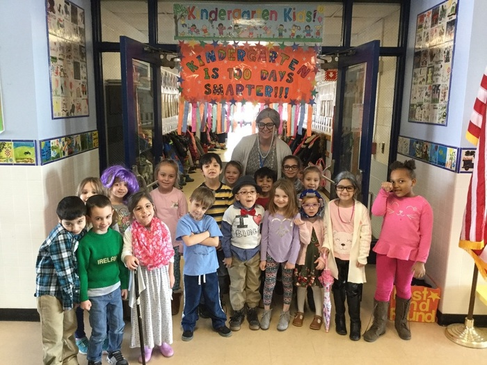 Kindergarten Celebrates 100 days of School.